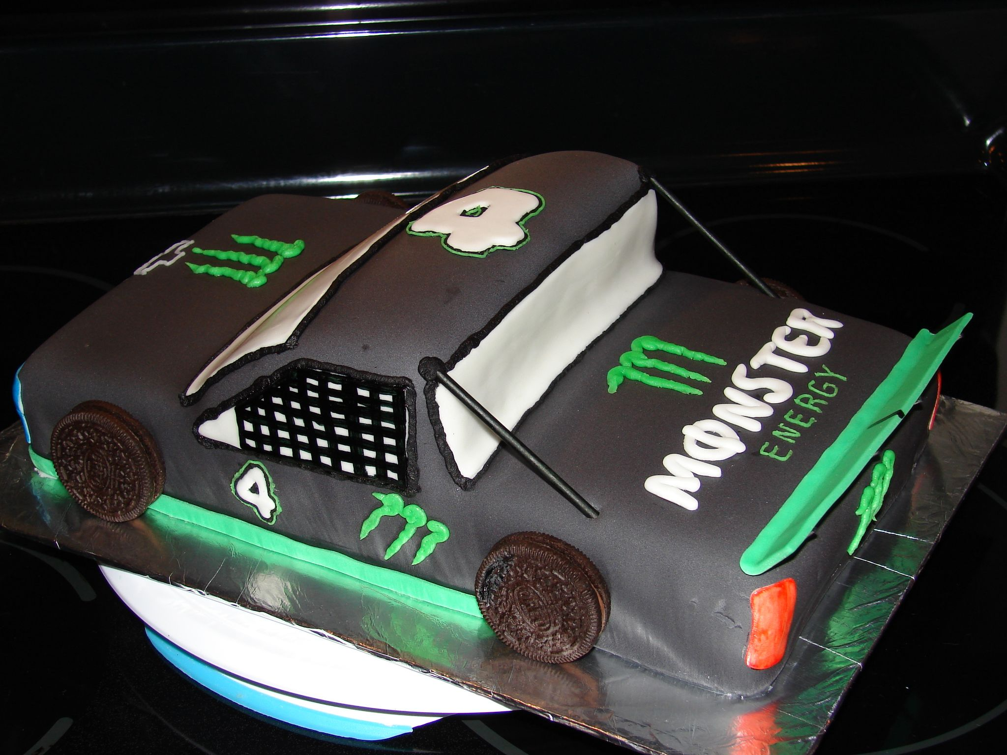 Mini Kühlschrank Monster Energy : Monster energy drink racing truck cake for a boy turning at a
