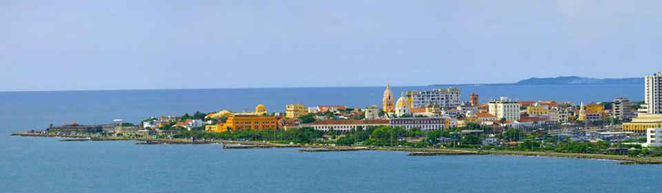 Vista de la ciudad amurallada de Cartagena, Colombia desde Bocagrande #turismo #turisTIC