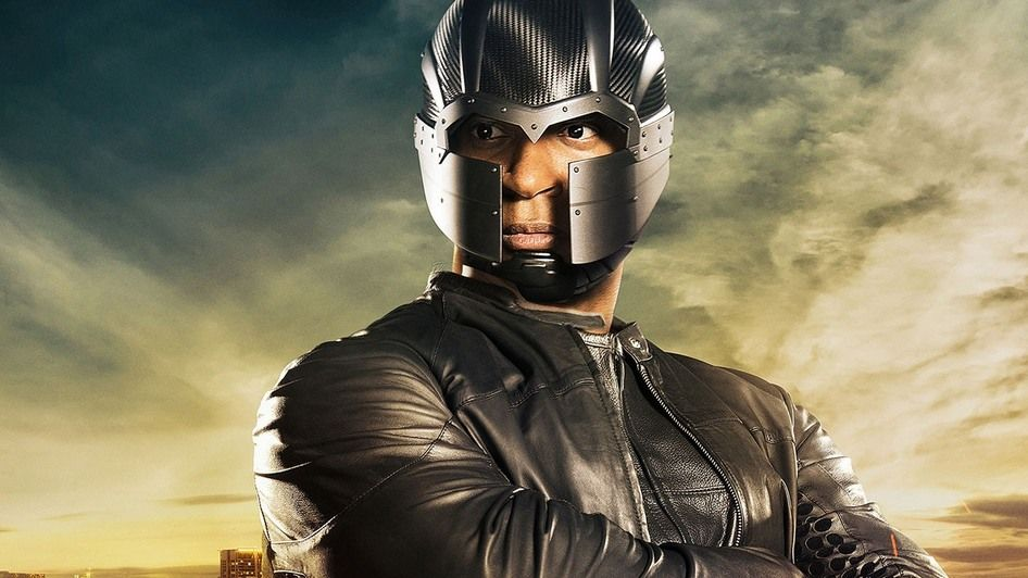 Arrow: More Photos of Diggle's New Costume - IGN