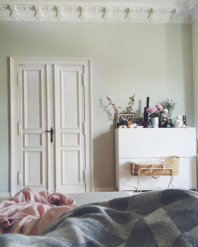 Current view. #wochenbett #mittagsschlaffüralle #interior #berlineraltbau #bedroom #vintage