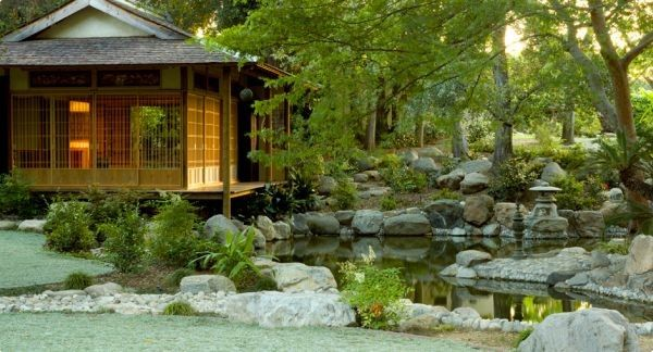 Extravagant and exquisite Japanese garden design with a touch of