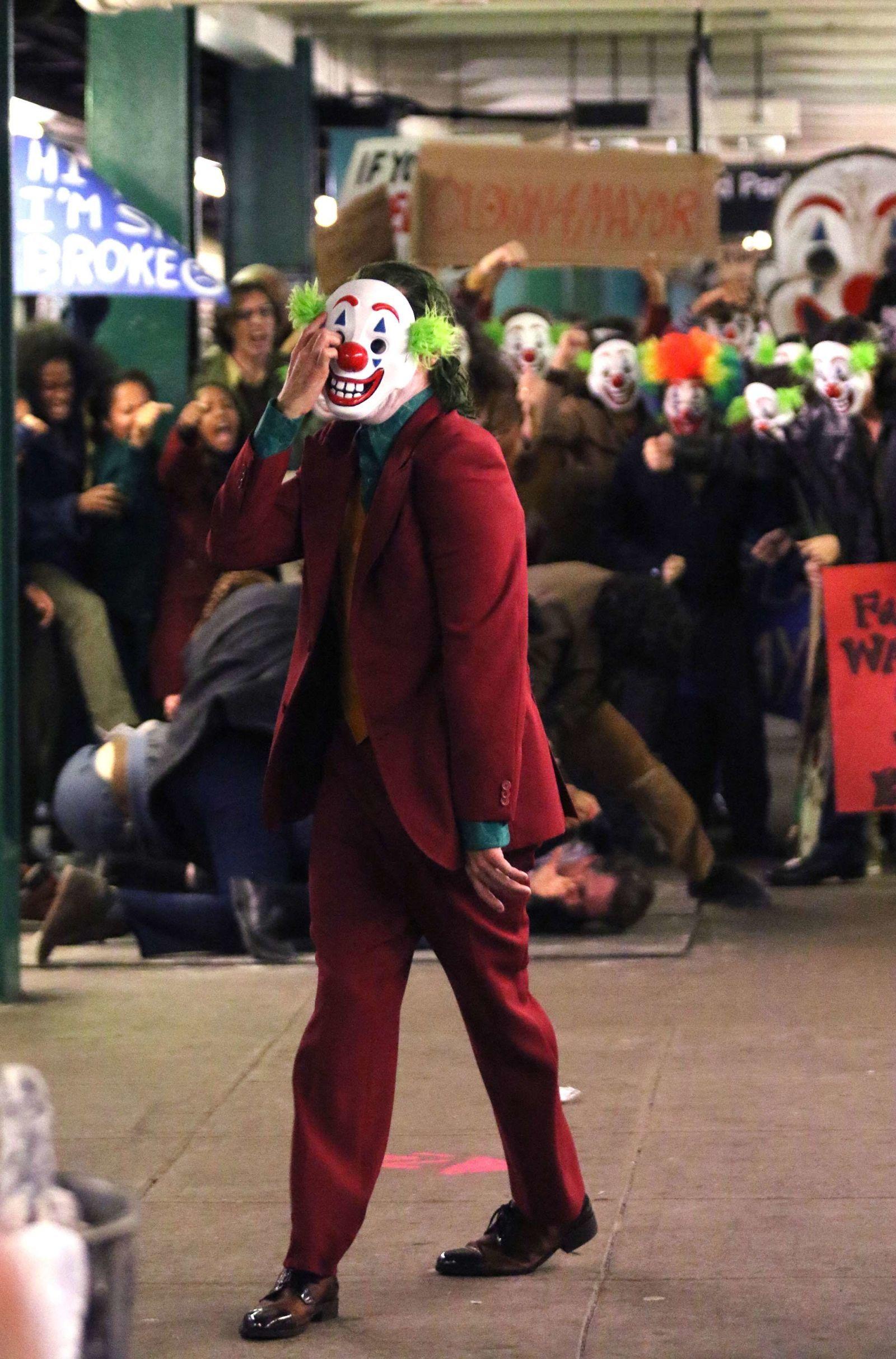 See More New Pics Of Joaquin Phoenix S Joker J Joker