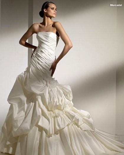 Love my wedding dress.. Pronovias Mercadal dress <3