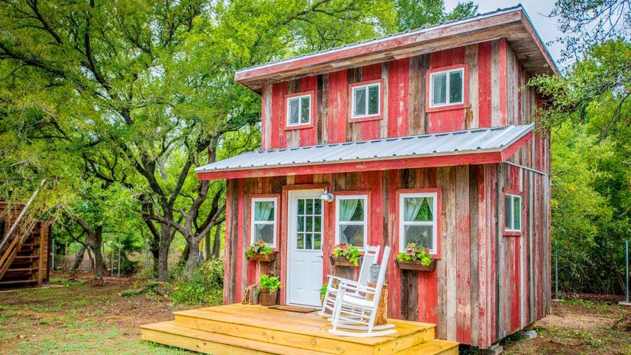 Very Rustic With The Little Red Hen Cabin Lovely Tiny