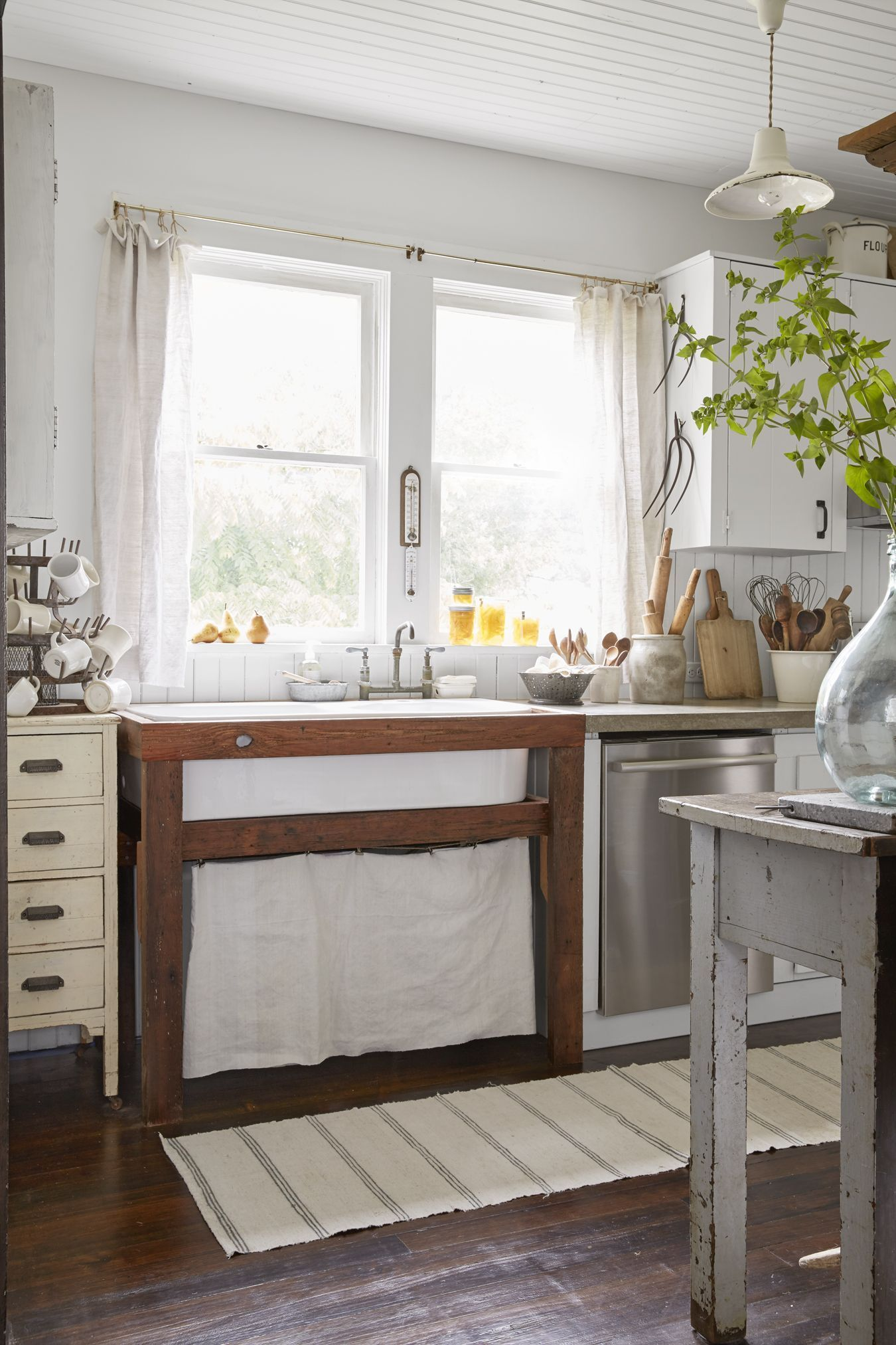 Farmhouse style kitchen cabinets - This Antiques Dealer's 106YearOld Farmhouse Is Just as Beautiful as You'd Expect – Farmhouse style kitchen cabinets