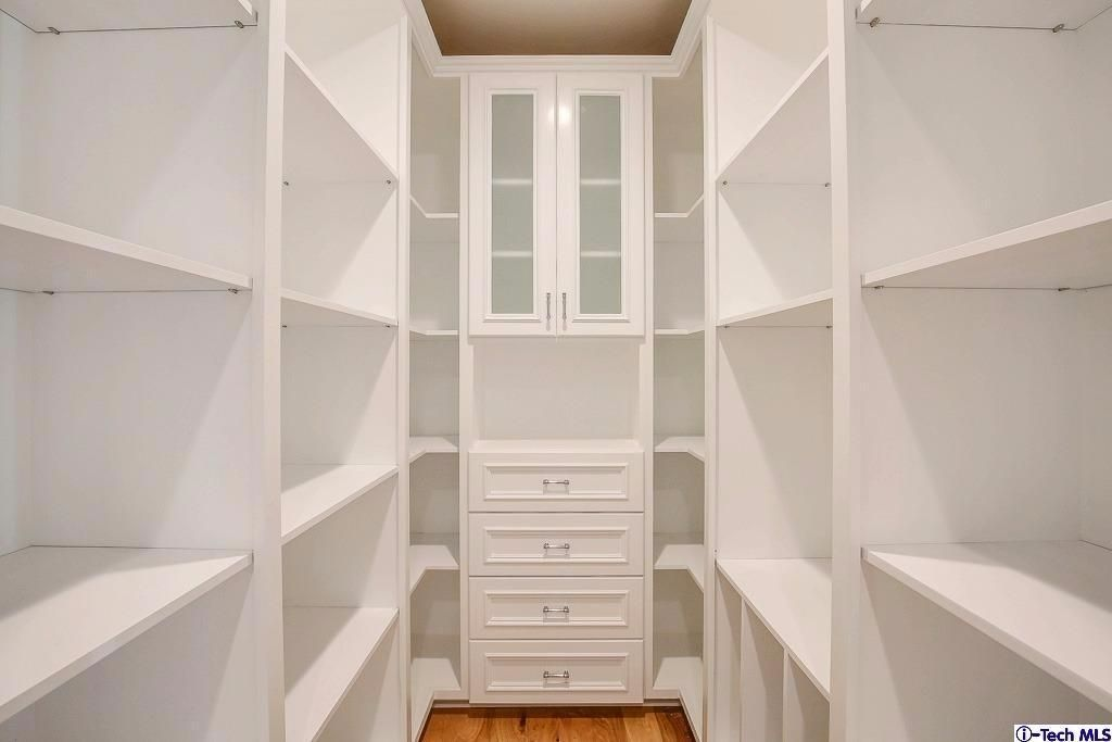 Awesome Smart Closet Design