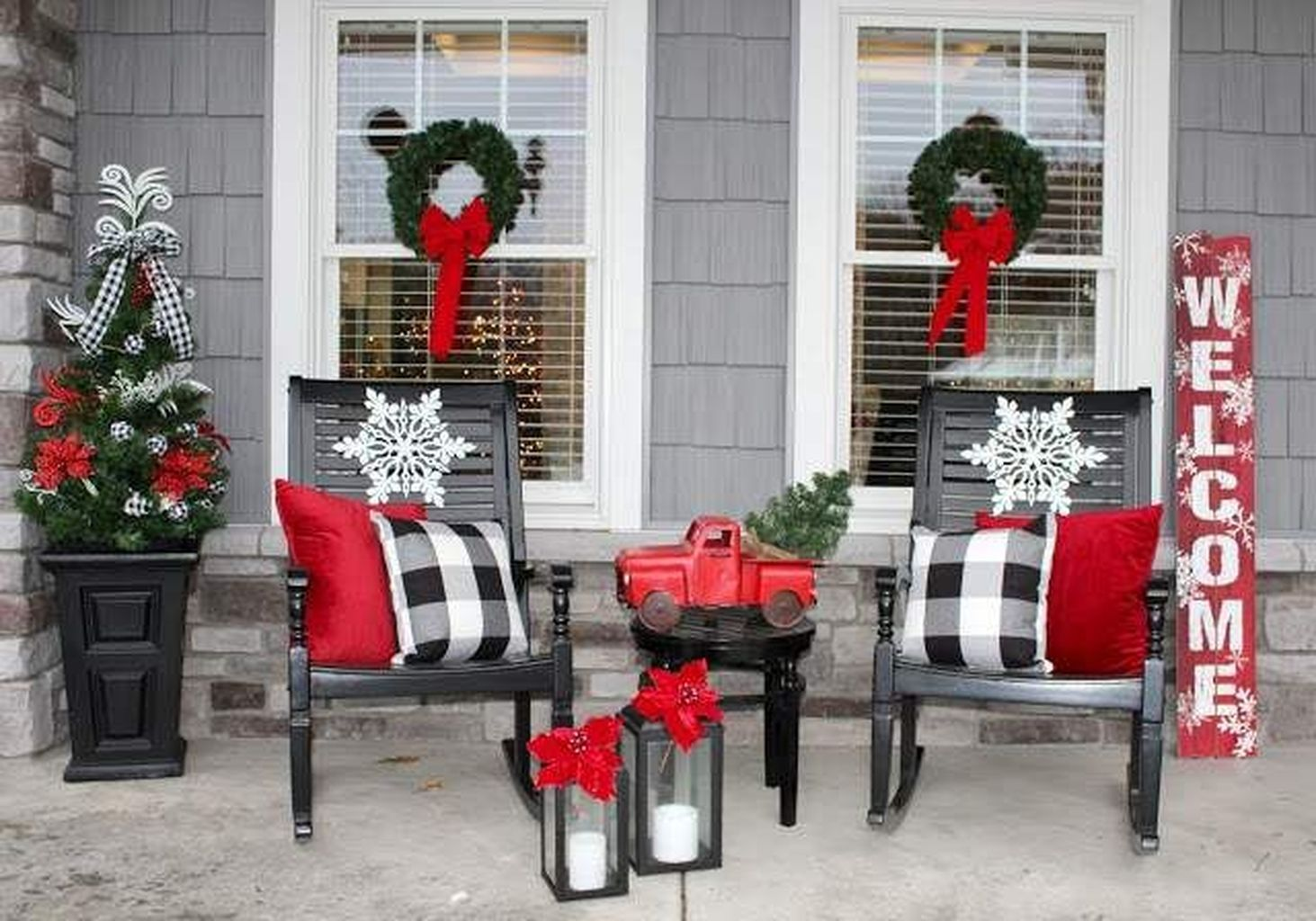 65 Simple Christmas Porch Decorating Ideas In 2020 Front Porch Christmas Decor Christmas Porch Decor Best Outdoor Christmas Decorations