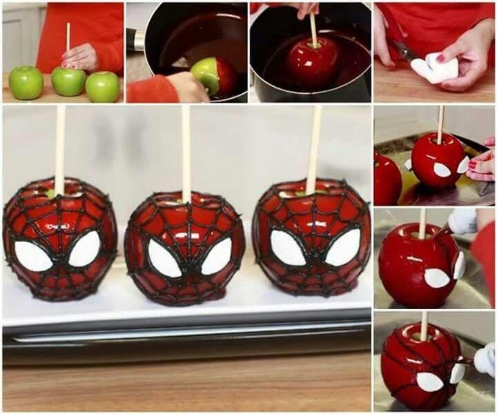 Manzanas cubiertas y decoradas como Spiderman para una fiesta temática