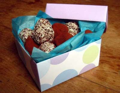 Easy truffle recipes with gift box instructions included these these chocolate truffles are delicious and so easy to make in bulk as easter and christmas gifts negle Image collections