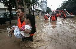 Resultado De Imagen Para Personas Ayudando A Otras Desastre Natural Tropas Pasado Y Presente