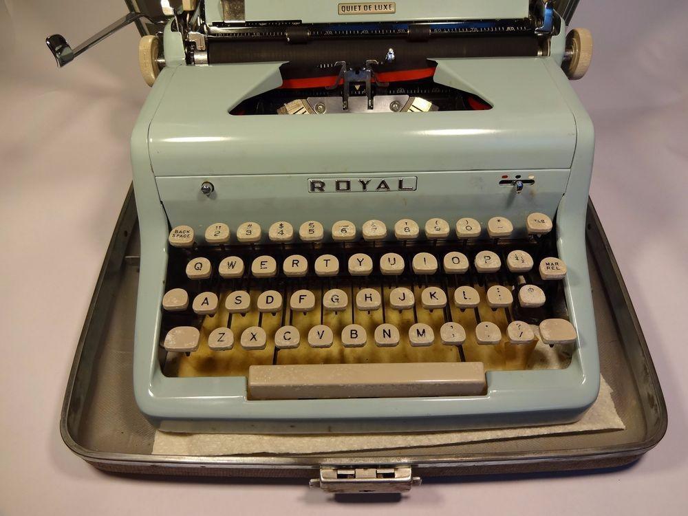Vintage Royal Portable Typewriter Part - 50: Vintage Royal Quiet DeLuxe Portable Typewriter Light Blue Tweed Case