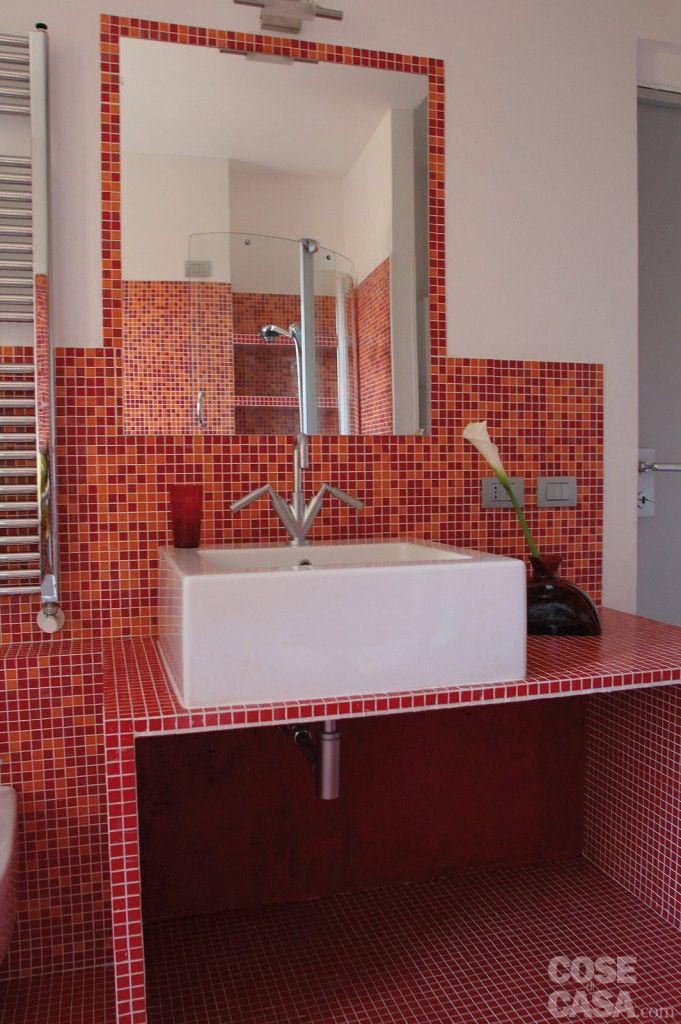Una casa di 55 mq in rosso Case, Arredamento casa e Bagno