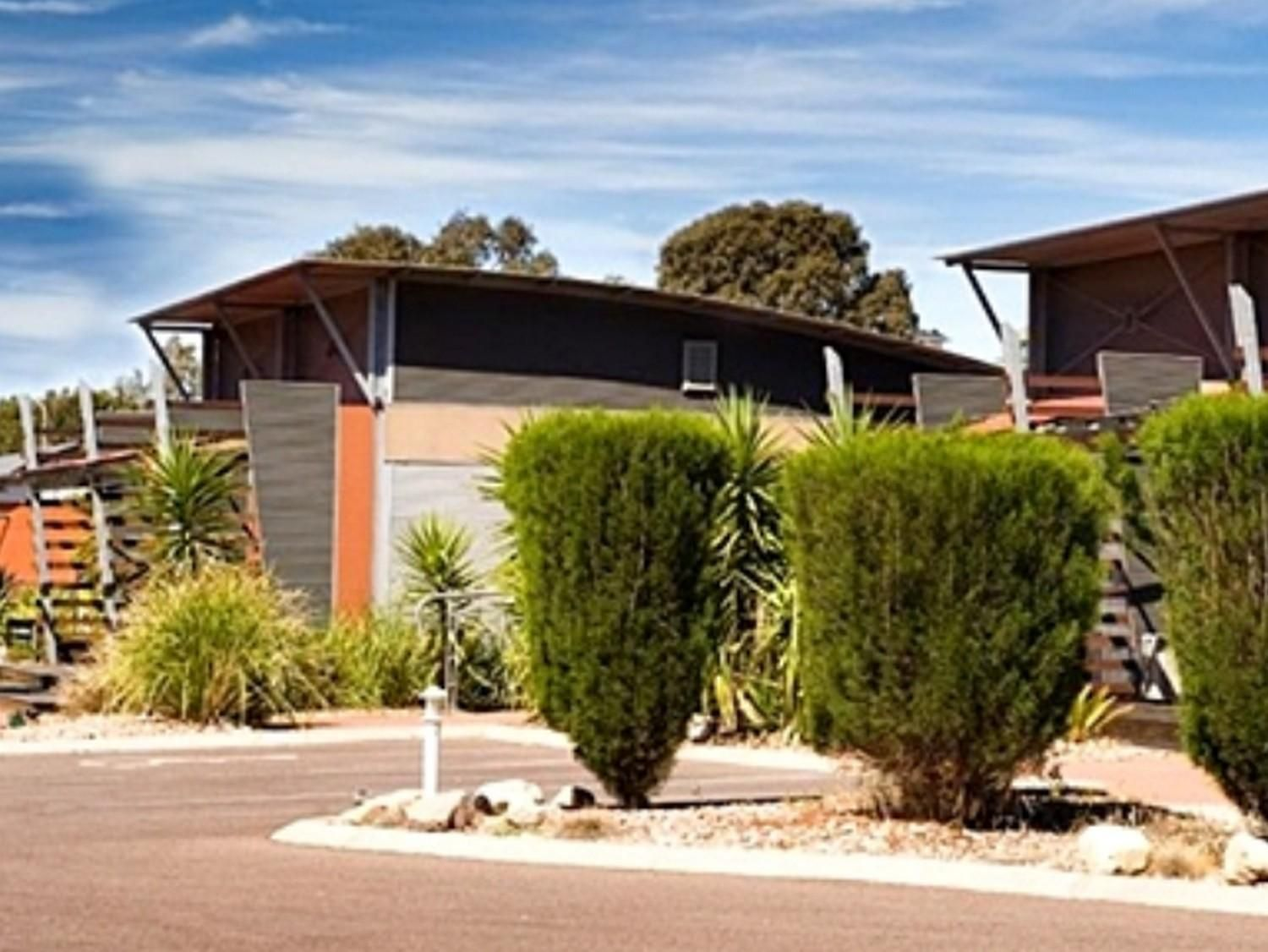 Port Augusta Majestic Oasis Apartments Australia, Pacific Ocean and Australia The 4.5-star Majestic Oasis Apartments offers comfort and convenience whether you're on business or holiday in Port Augusta. The hotel offers a high standard of service and amenities to suit the individual needs of all travelers. Free Wi-Fi in all rooms, facilities for disabled guests, Wi-Fi in public areas, car park, room service are just some of the facilities on offer. Guestrooms are fitted with a...