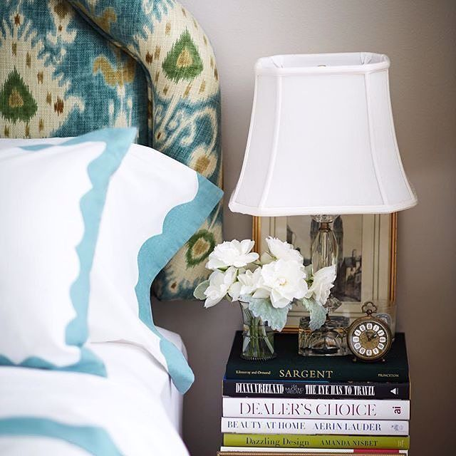If there is one #colour that will always come to a #designer's rescue then that has be undoubtedly #white! This lovely #tablelamp is our #wednesdaymorning pickup! It sits besides @habituallychic's #bed in her Upper East Side #apartment. #homedecor #interiorinspiration #modernhomes #HeatherClawson #bedroom #bedsidetable #tabledecor #whitelamp #lampshade #lamps #lighting #tabledecor #flowers #books #homestyling #interiorstyling #decorideas #roominspiration #decorinspirartion