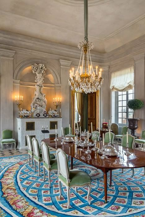 green dining room rugs jacques garcias parisian dining room the green velvet chairs