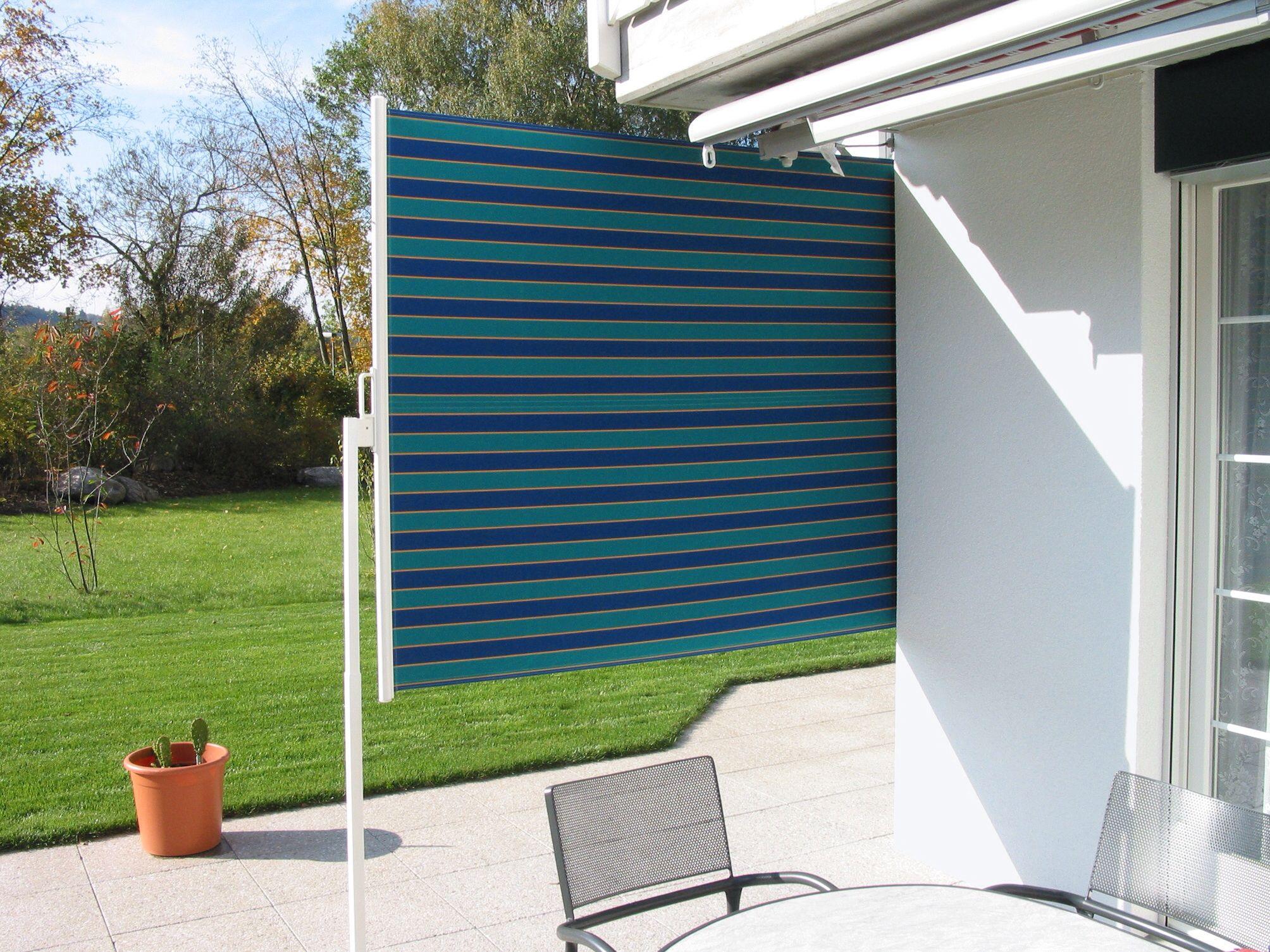 Prote de una manera sencilla y cómoda los laterales de tu terraza con este toldo autoportante. Muy práctico.