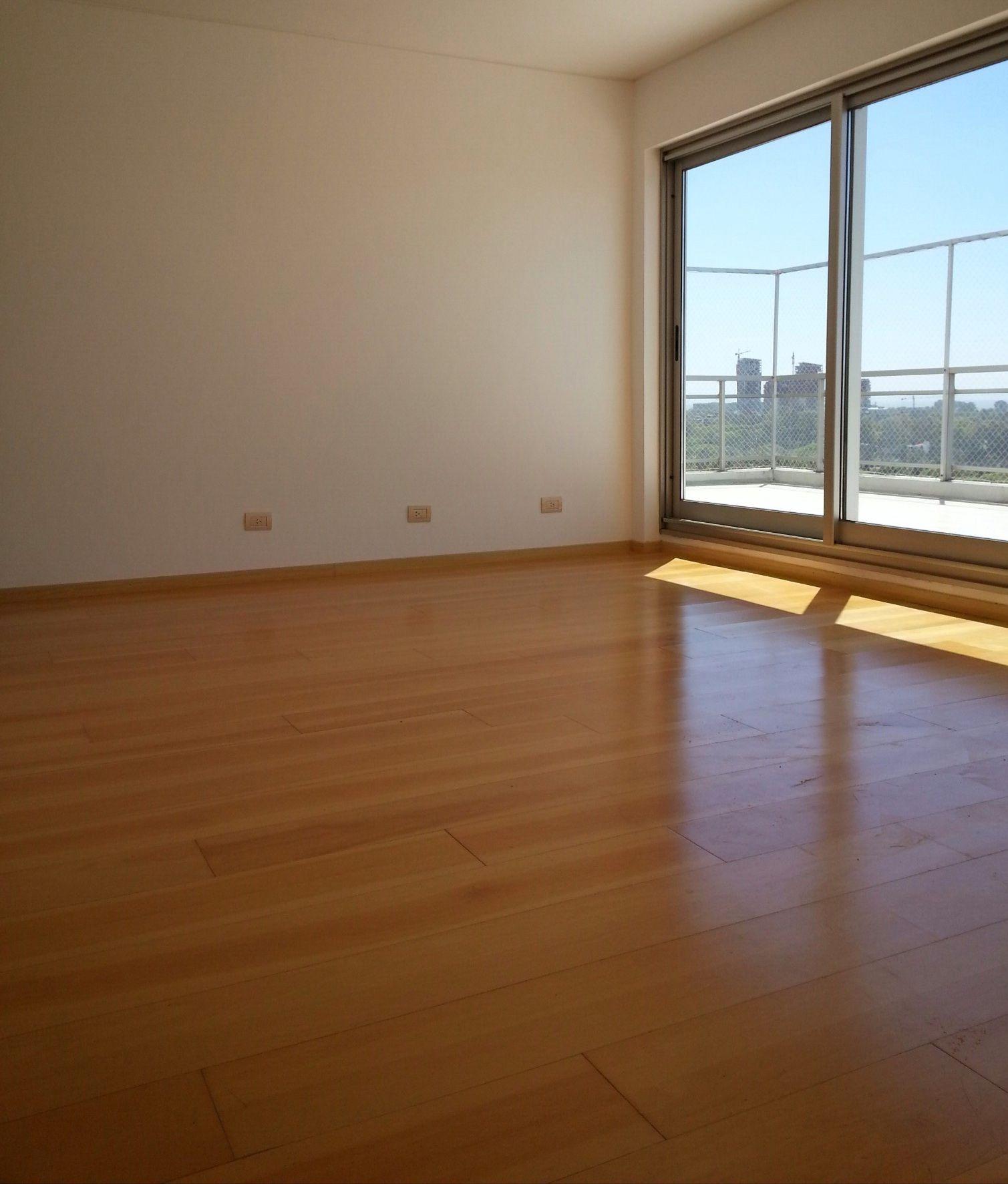 Piso laminado en madera piso flotante prefinished pisos for Decoracion dormitorios piso flotante