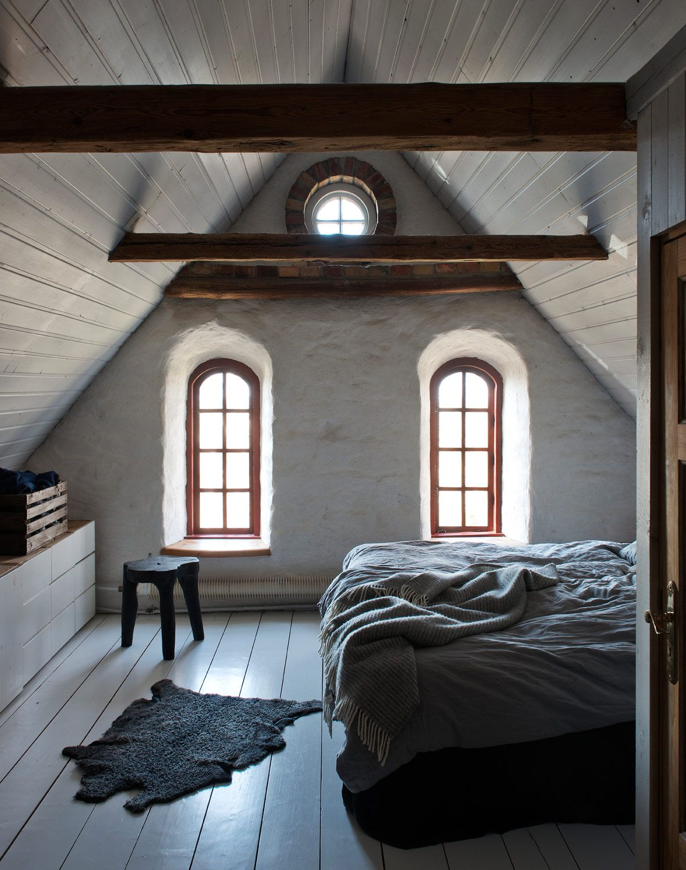 Dunklem holz mit interessanten rundungen gt stehlampe wohnzimmer modern - Attic Bedroom Sk Na Hem