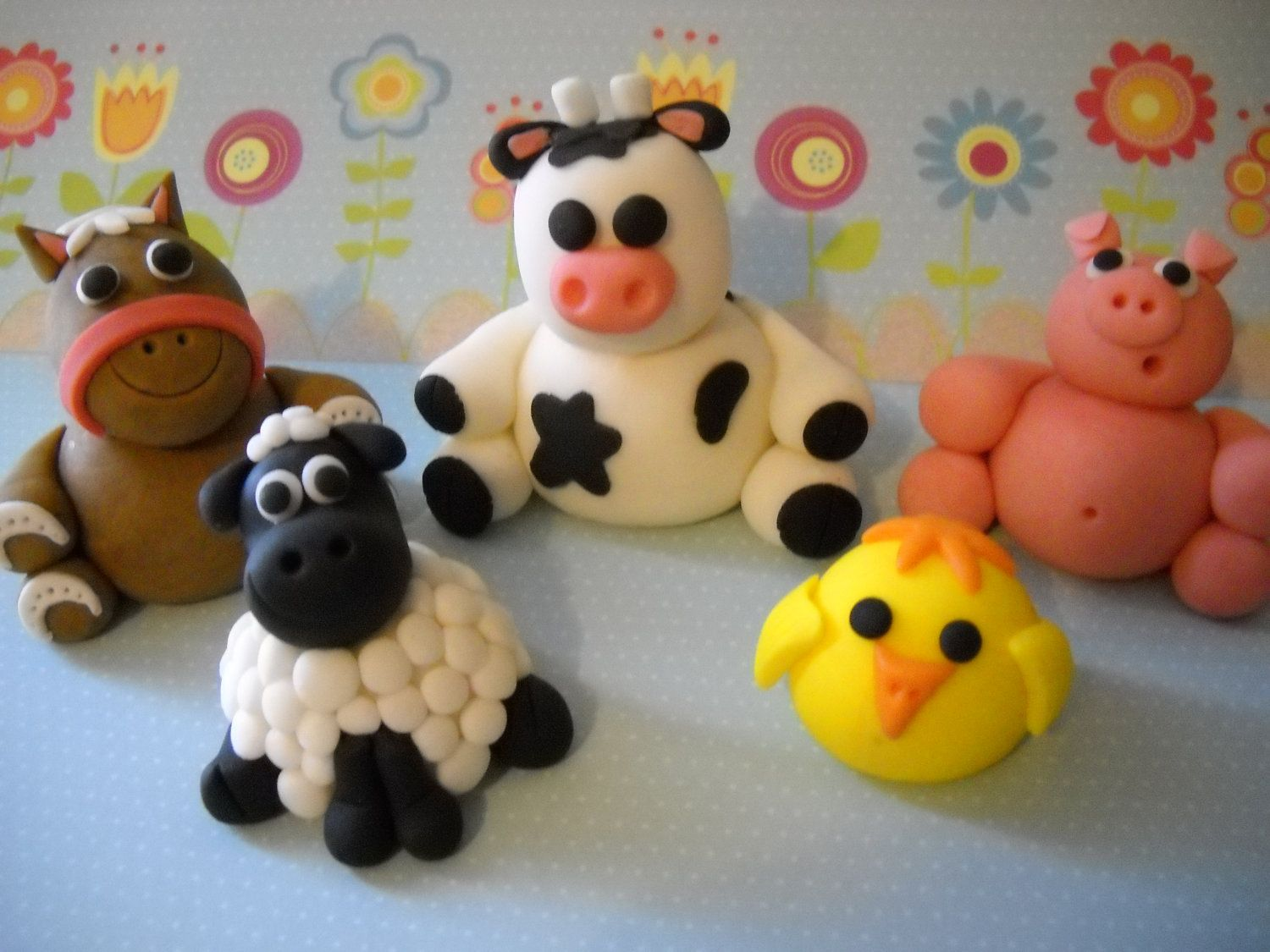 Barn yard friends edible farm animals cake by for Animal cake decoration