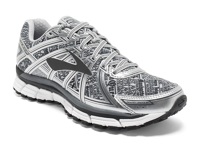 Brooks Gts 17 Done Like Nyc Newspapers Get Your Favorite Pair Of Shoes In A Limited Edition Print That Pays Homage To One Of These Three Fall Races Schoenen