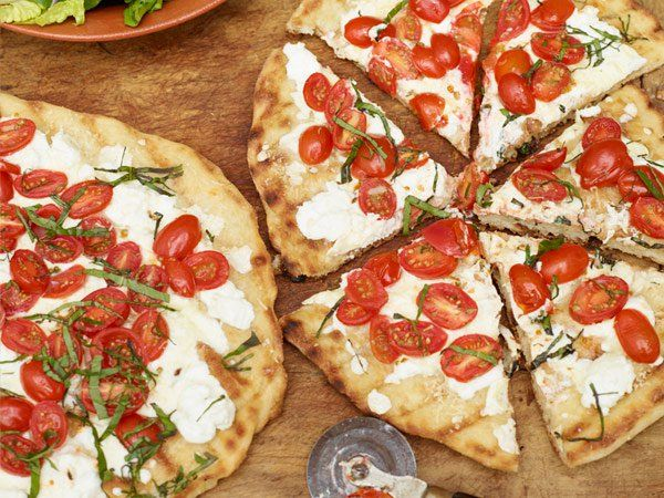 Grilled pizza httppreventionfoodhealthy recipesfarmers 17 totally tempting recipes with fresh tomatoes forumfinder Gallery