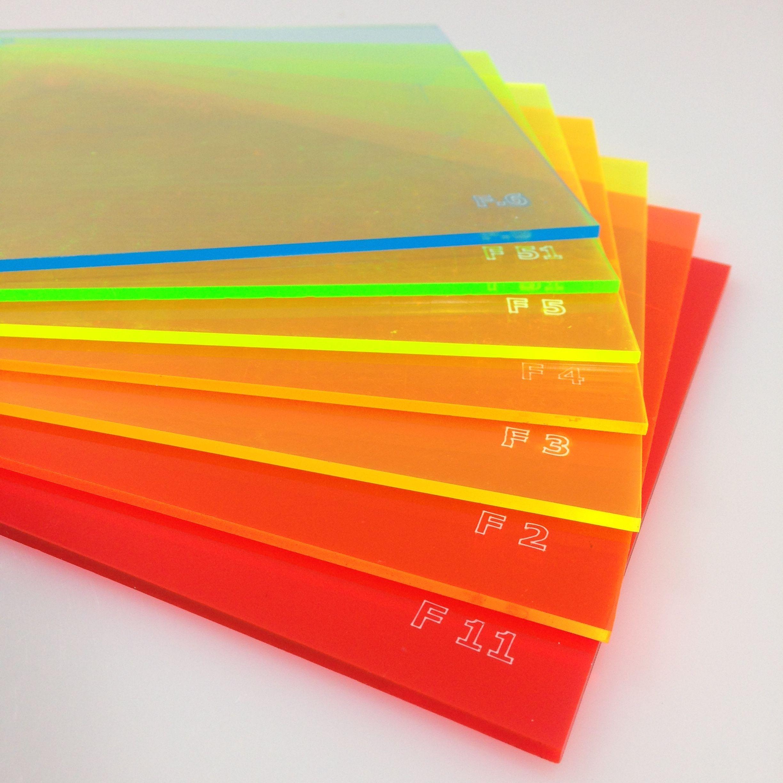 """Linha """"F"""" - Fluorescentes - Chapas Fluor Transparentes / De cima para baixo: F6 - Azul Neon Fluor / F51 - Verde Neon Escuro Fluor / F5 - Verde Neon Fluor / F4 - Abóbora Neon Fluor / F3 - Amarela Neon Fluor / F2 - Laranja Neon Fluor / F11 - Vermelha/Rosa Neon Fluor"""