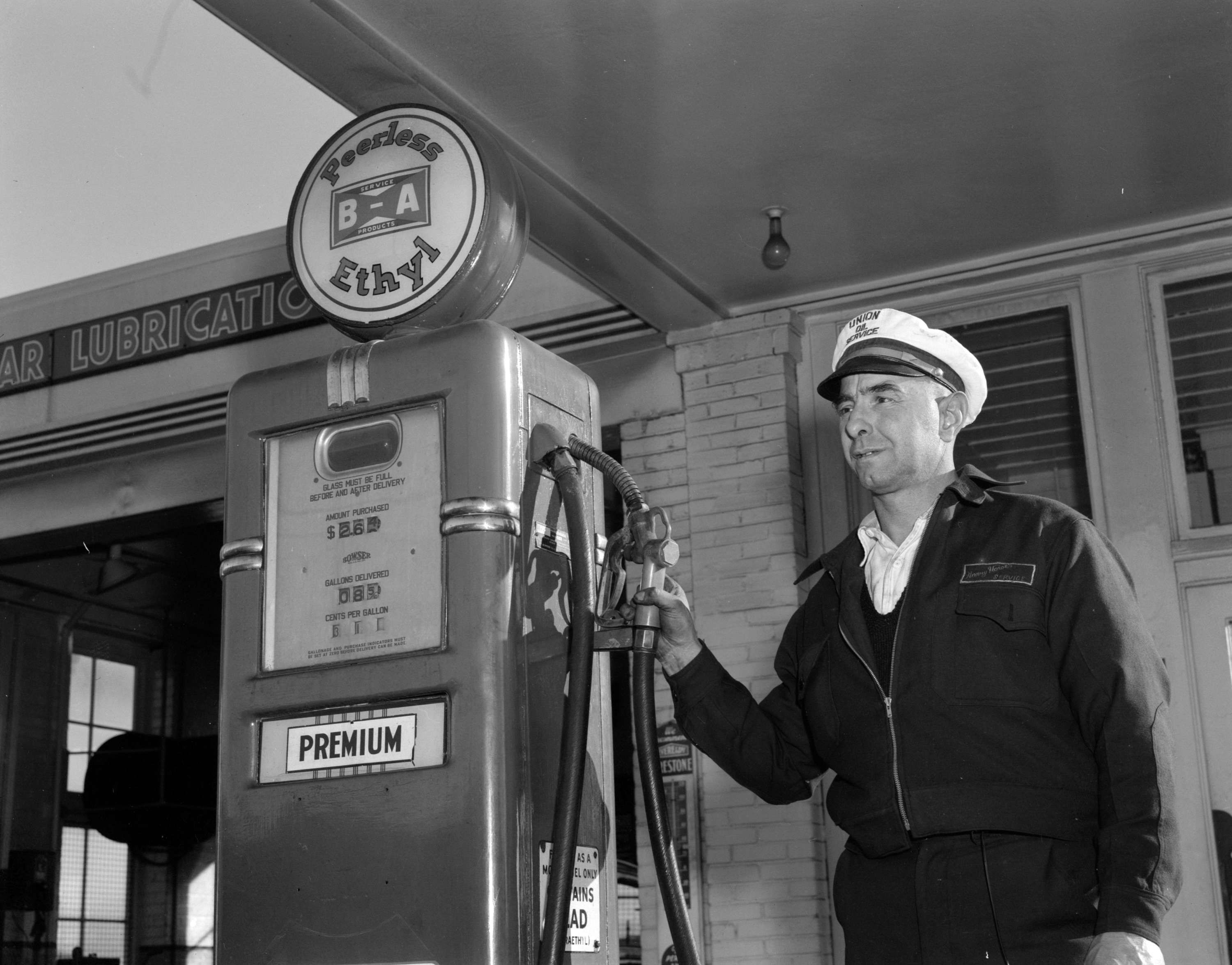 bikini gas station attendants - Google Search | Gas station ...