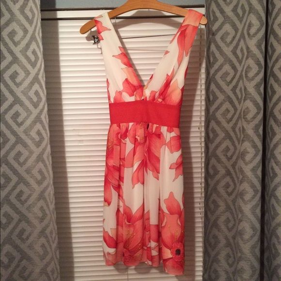 Summer dress NWOT beautiful summer dress color: white/ red/ coral perfect for a date/dinner. Forever 21 Dresses Midi