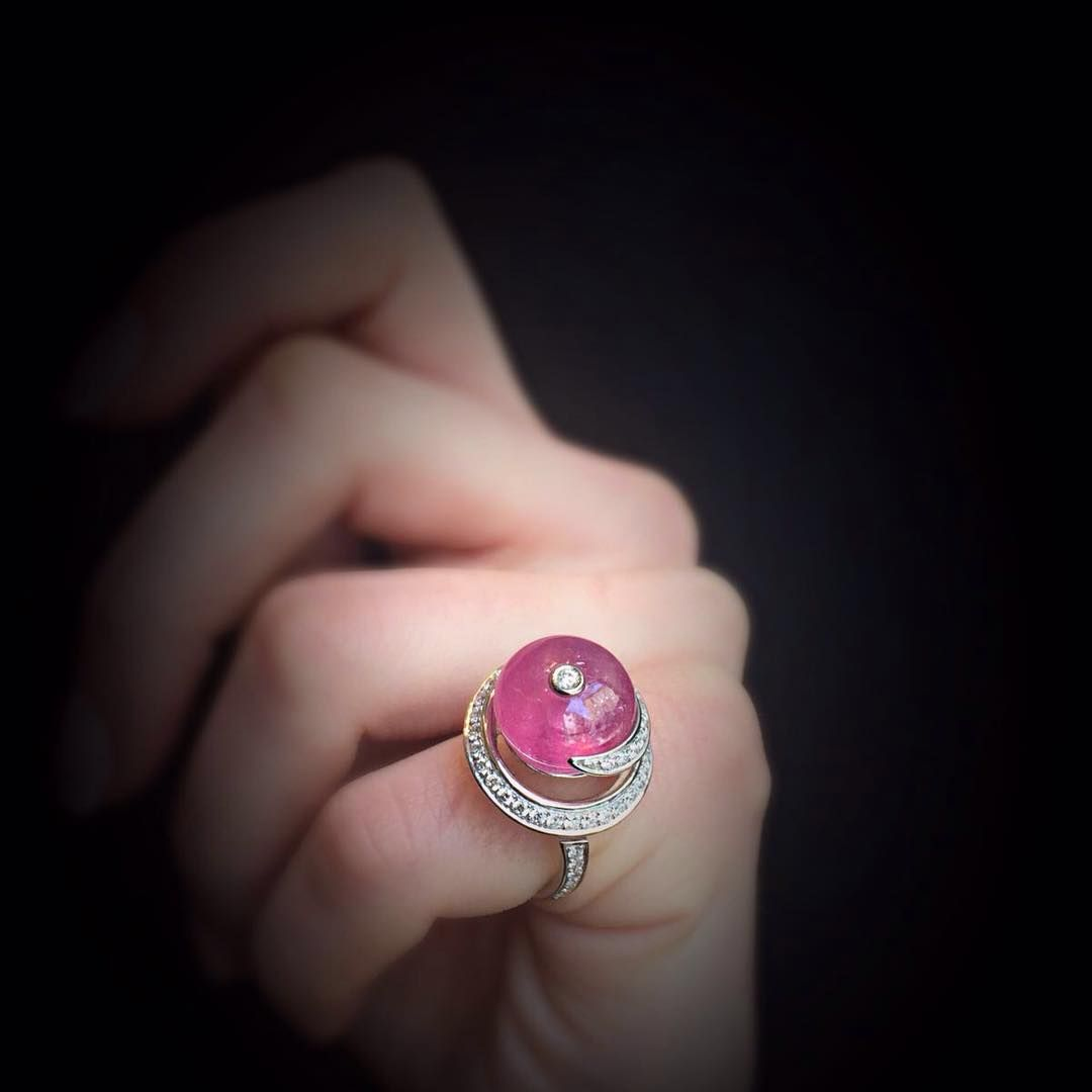 scavia_officialAvailable now on our website: www.scavia.it #scavia #diamonds #pinktourmaline #fashion #style #jewelry #jewel #ring #design