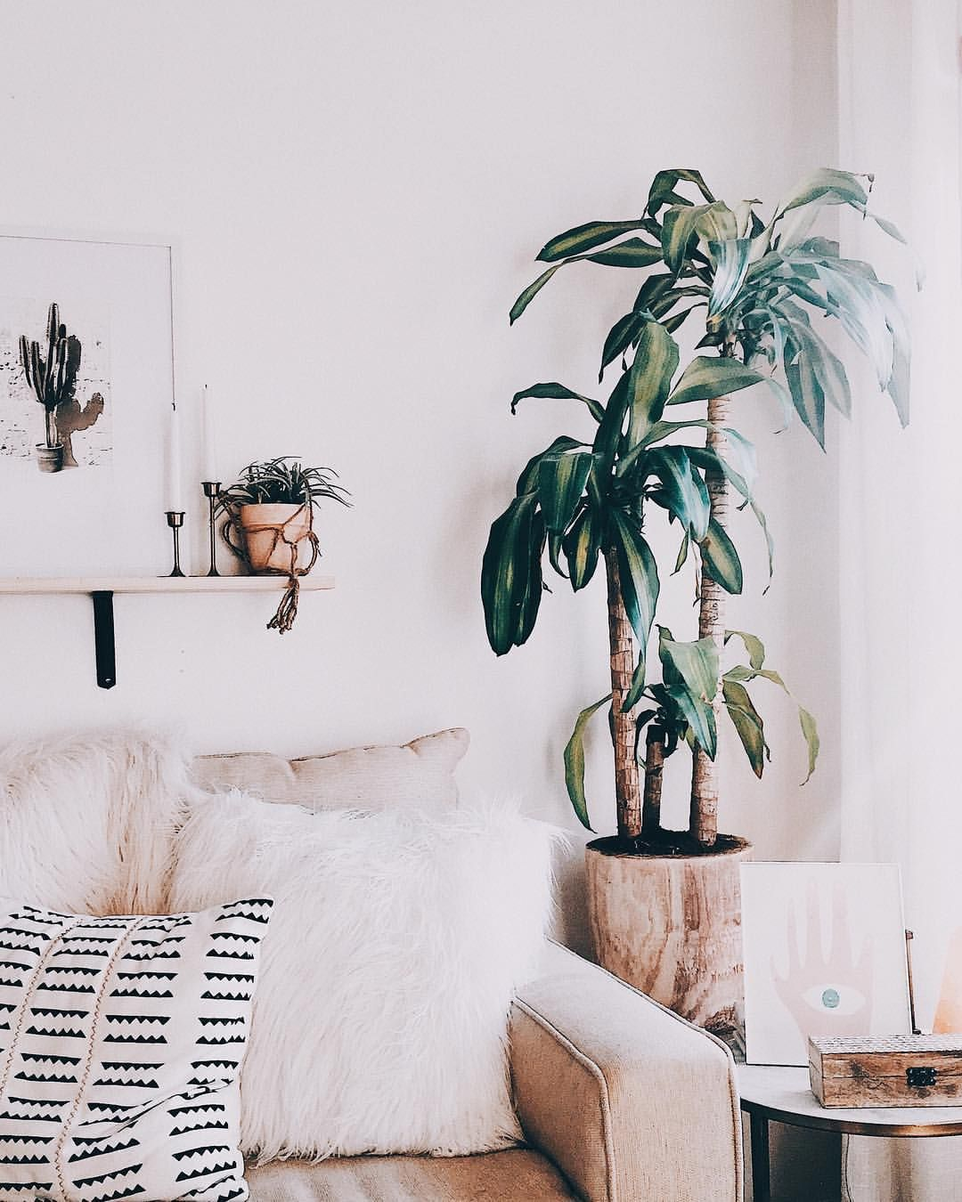 Styling a white living room. Boho decor. Plants | Interiors ...