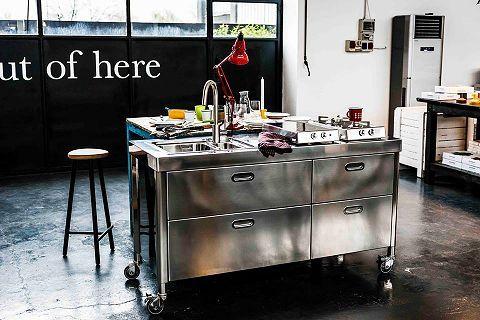freistehende Küchen aus Edelstahl | Küche freistehend, Küche ...