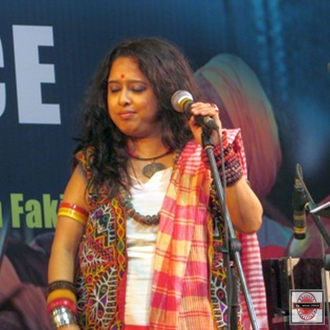 Arjun Khayapa and Golam Fakir, the baul singers from Nadia enthralled the audience with their performance of soulful Sufi, Fakiri, Marfati and Mushidi songs. : http://sholoanabangaliana.in/2611-music-for-peace-concert-held-at-kalamandir-kolkata-music-to-end-violence/