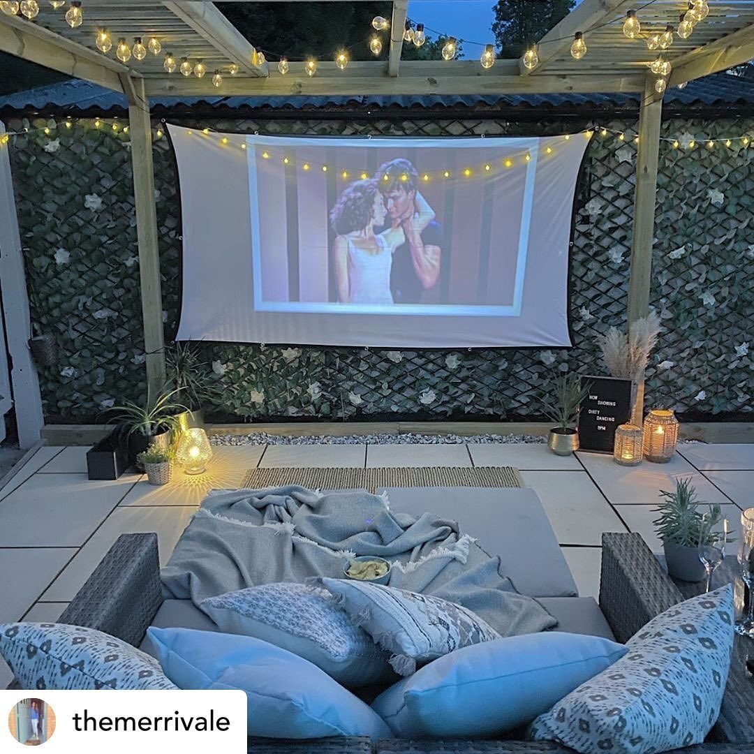What a fun idea for a Saturday night! Cinemas may still be closed, but why not create one in your very own garden! What film would you choose to have showing? 🍿  #choctawandharrahliving #realty #realestate #okc #realestateagent #dreamhome #homeforsale #homegoals #okcrealestate #choctaw #harrah #OKC #instahome #okchomes #housetohome #goodyeargreen #housegram #home #realtors #film #movienight #favouritefilm #familyfun #datenight #garden