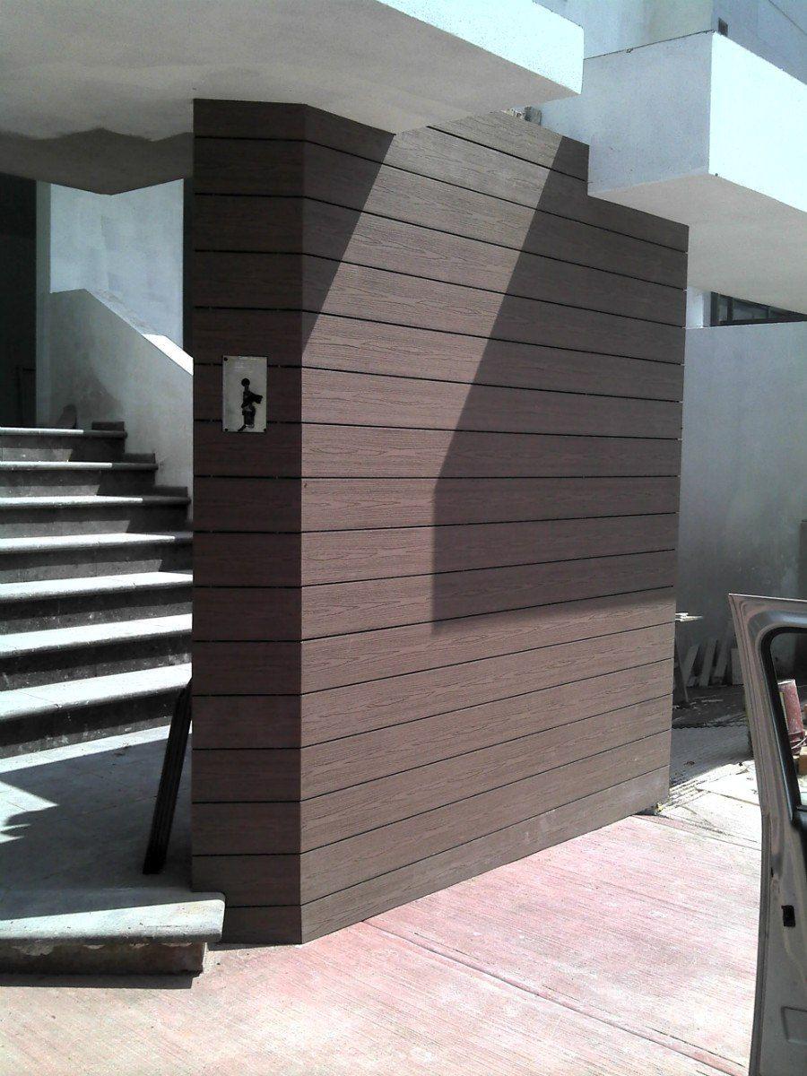 Revestimiento De Fachada Con Madera Sintetica Color Marron Café O  Chocolate. #revestimiento #fachadas