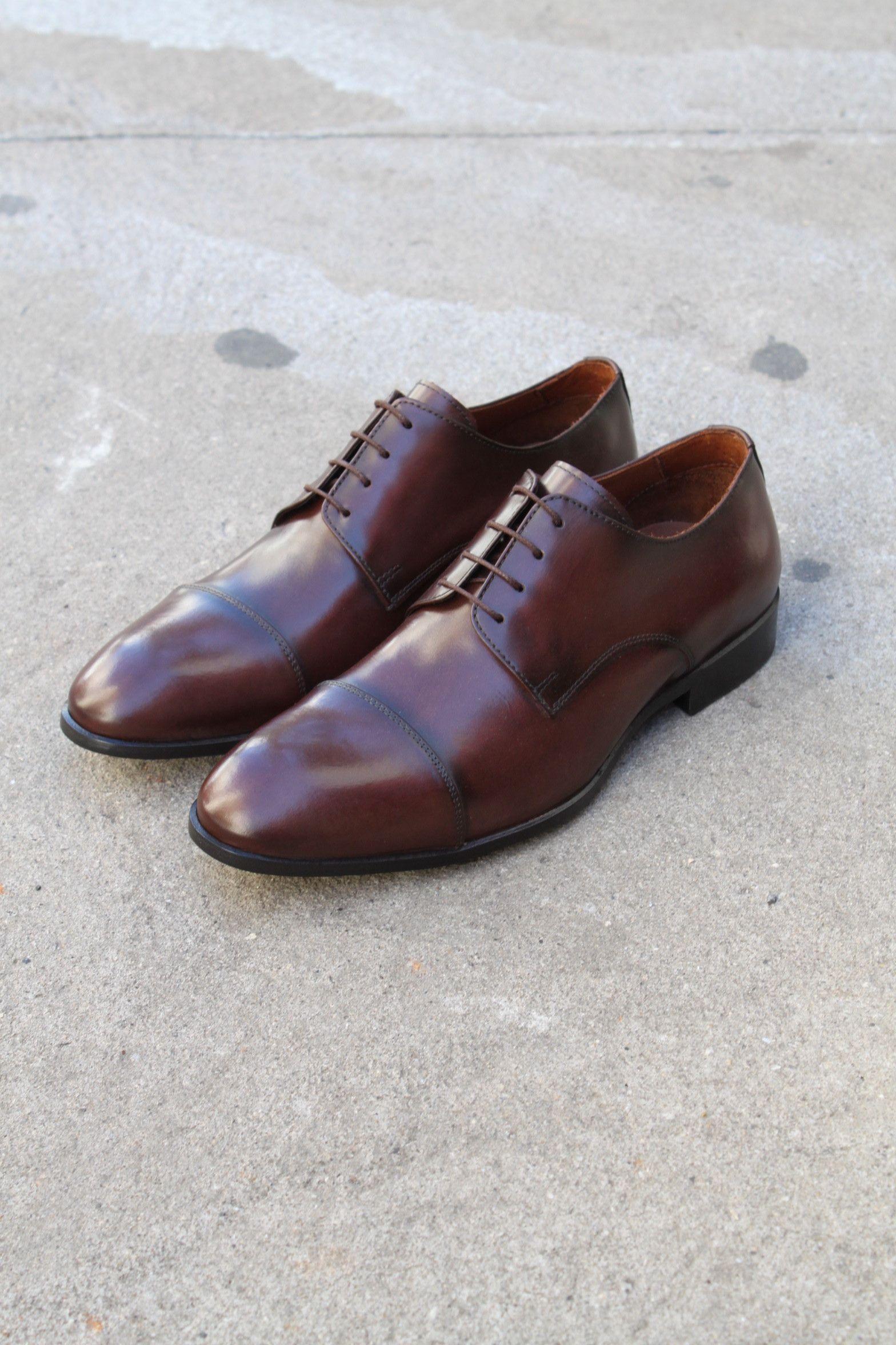df04a7242 Sapato Social Masculino Derby CNS Henri em Couro cor Mouro, com sola de  couro e