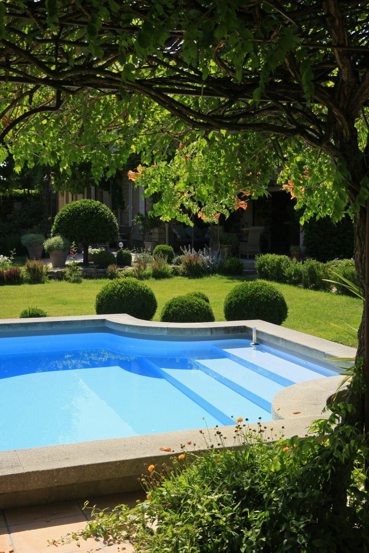Jardin champêtre avec piscine à Monteux réalisé par les paysagistes ...