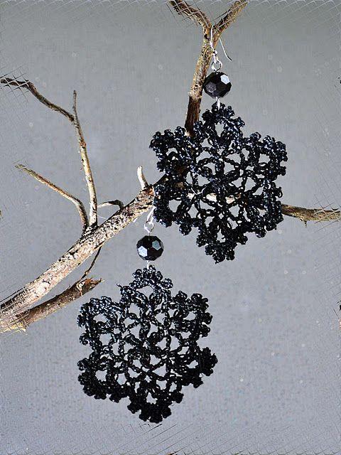 Crochet earrings  http://outstandingcrochet.blogspot.com/2012/01/snowflakes-earrings-new-life.html