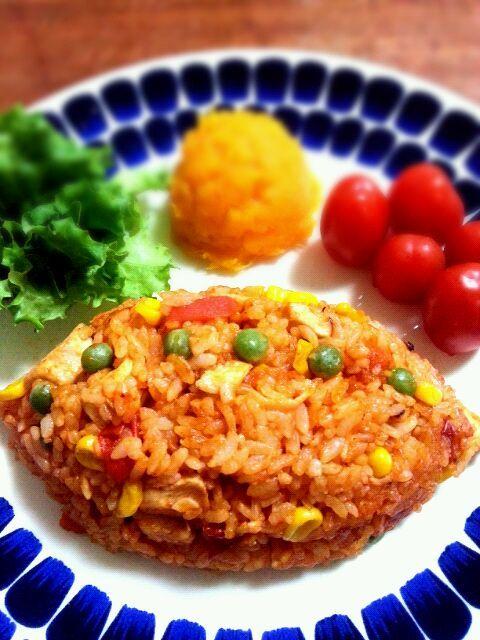今日は夜まで大忙しのため、昼御飯を作る余裕なし。朝からしっかり朝御飯。一日頑張ろう(^-^)/ - 126件のもぐもぐ - チキンライス(グリーンピース並べ) by kiyoshun