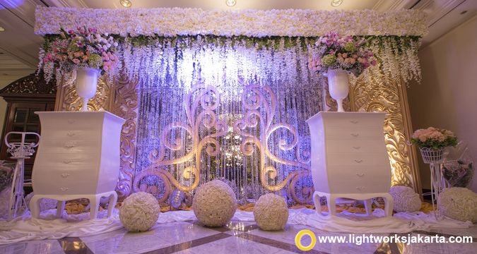 The great palace of love with vica decoration as the decorator and the great palace of love with vica decoration as the decorator and lightworks as the lighting designer at jw marriott hotel jakarta pinterest wedding junglespirit Gallery