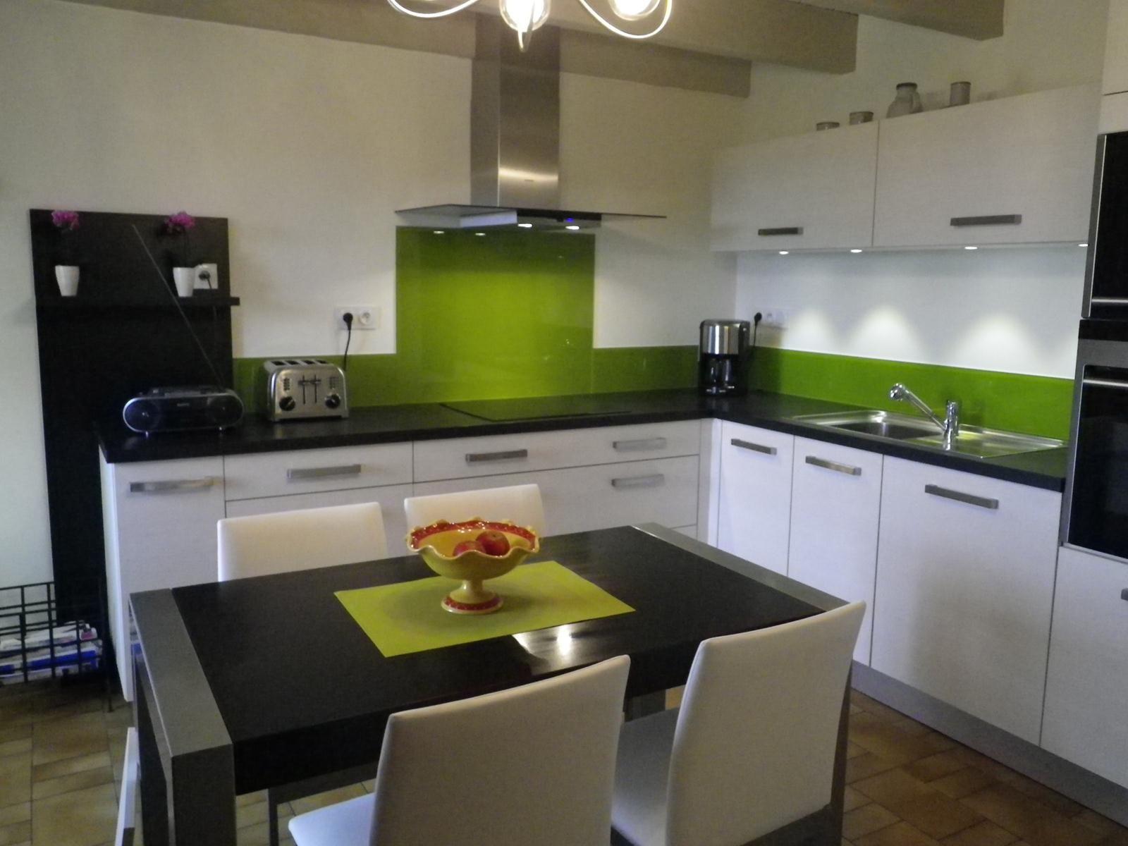 cuisine grise et vert anis: quelle couleur mettre avec une cuisine