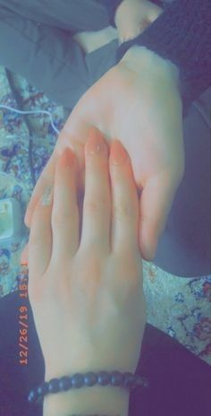 Pin By حوري الجبوري On hands feets dpz Teenage Girl Photography Girl Hand Pic Photo Ideas Girl