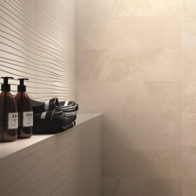 Un dettaglio ravvicinato per apprezzare le versioni Soft e Feel del #rivestimento DO UP TOUCH di #abkemozioni, qui nel colore Ivory Matt. Proposte tridimensionali che si accostano perfettamente all'effetto marmo di SENSI, sempre ABK. #ceramic #tiles #wall #wallandporcelain #gres #porcellanato #bathroom #3D #marble #design #homedesign
