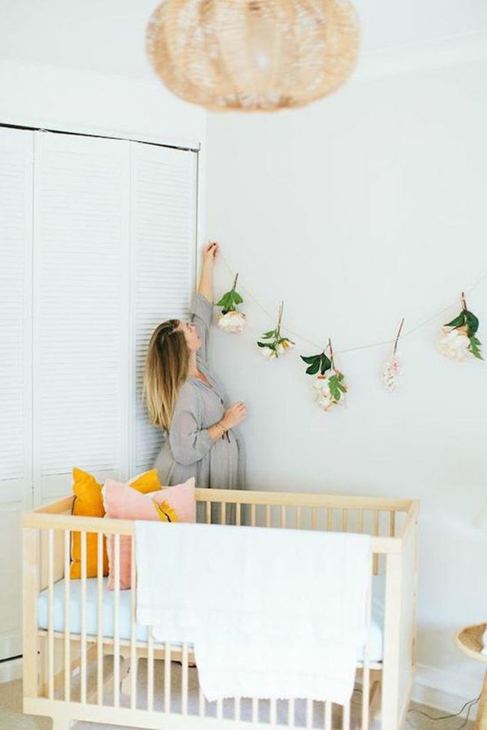 babyzimmer dekoration hölzernes bett lampe blumen dekoration ... | {Babyzimmer deko 92}