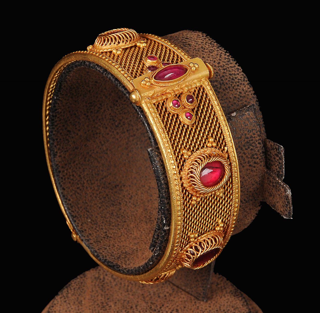 Tanishqgoldbanglesdesigns jewelry pinterest gold