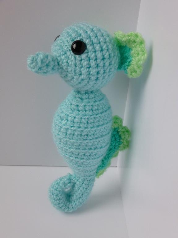 Crochet seahorse via Craftsy