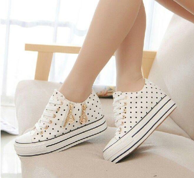 Tenis convers blancos con puntos para mujer zapatos for Zapatillas paredes anos 90