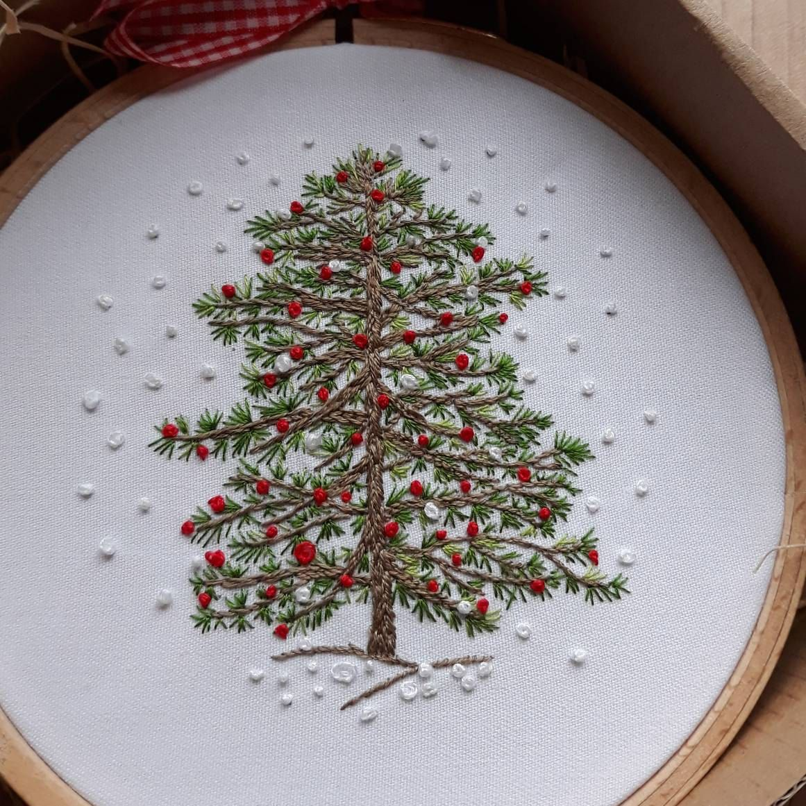 Christmas Tree Hand Embroidery Kit Winter Christmas Embroidery Christmas Diy Kit Diy Gift Christmas Hoop Art Christmas Decor Embroidery Hand Embroidery Kit Flower Embroidery Designs Embroidery Gifts
