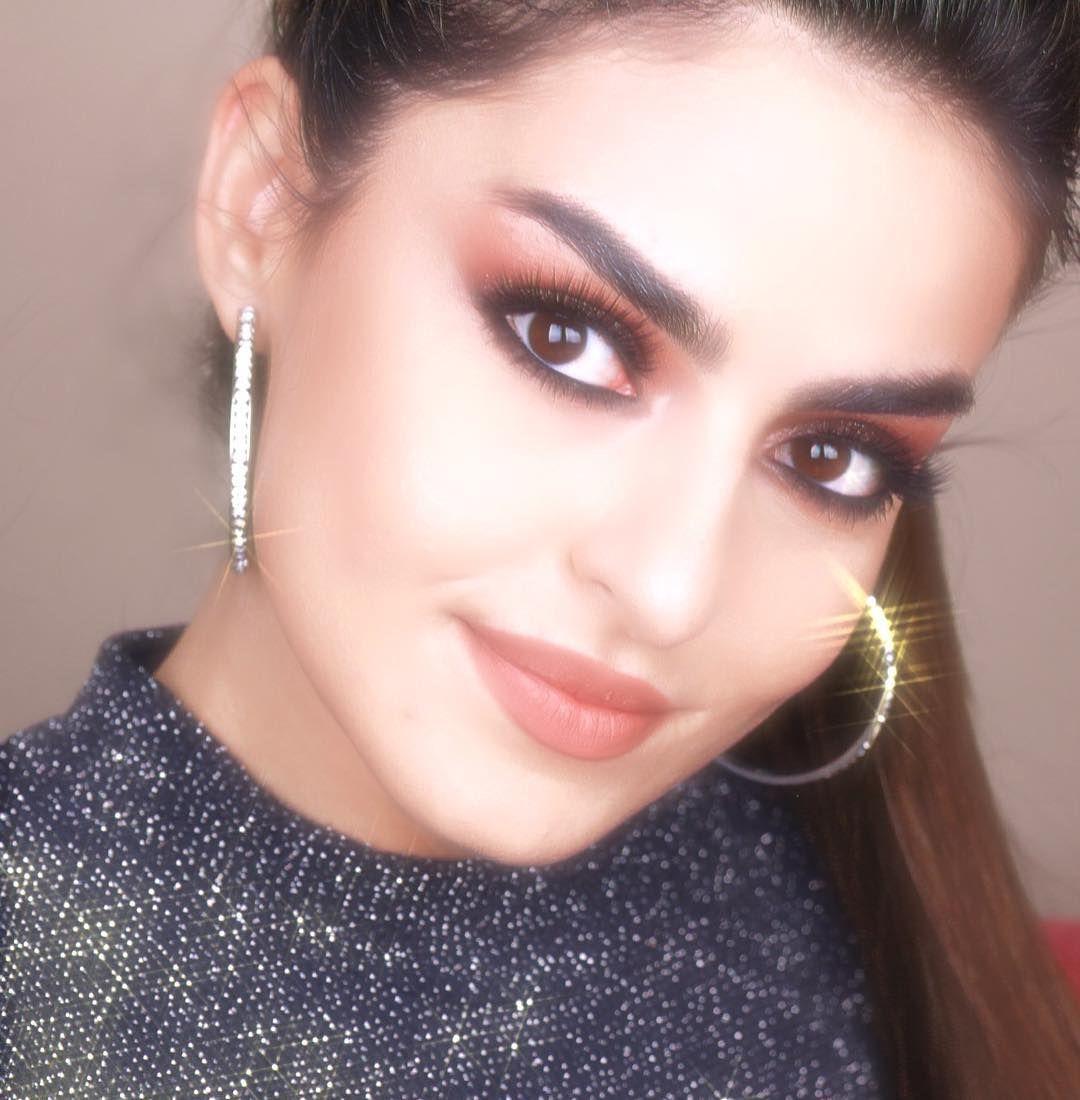 Safa Srour صفا سرور En Instagram What Do You Wanna See Next 90 S Makeup Look Or No Makeup Makeup Look فيديو حينزل قري Hoop Earrings Earrings Jewelry