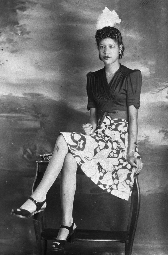 African American Woman 1940s African American Fashion Vintage