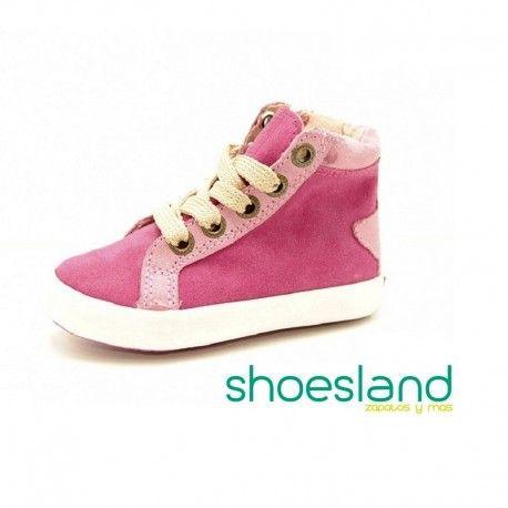 ec9771ddd Adorable este deportivo abotinado de Gioseppo para niñas en rosa y dorado  Para primeros pasos con mucha marc…